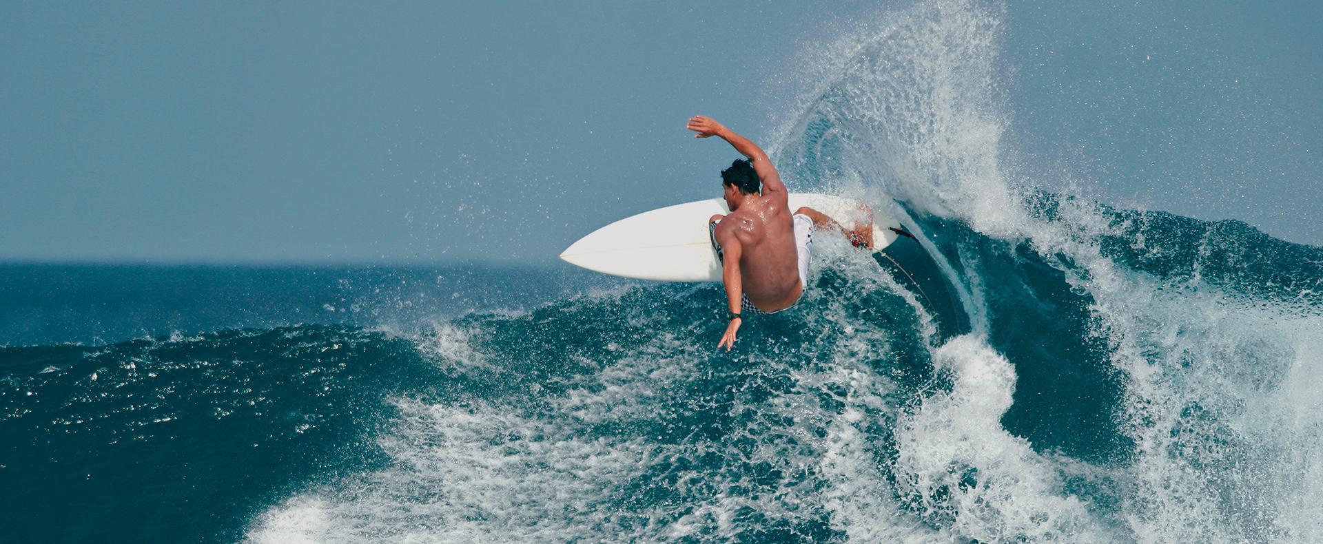 Kandooma surf et plongée en eaux cristallines